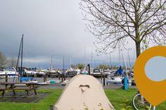 Wie wil er nou niet met zo'n uitzicht wakker worden? #kamperen #camping #jachthaven #varen #aanhetwater #friesland #woudsend #campinglife #campingfinder