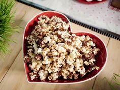 S'mores Popcorn recipe from Giada De Laurentiis via Food Network (use gluten-free graham crackers and marshmallows) Giada De Laurentiis, Yummy Snacks, Delicious Desserts, Yummy Food, Kid Snacks, Football Snacks, Sweet Desserts, Limoncello, Popcorn Recipes