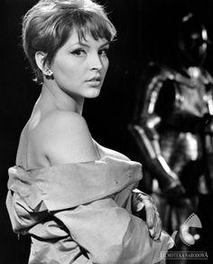 "Teresa Tuszyńska w filmie ""Cała naprzód"" 1966 Most Beautiful, Beautiful Women, Celebrity Portraits, Back In The Day, Beautiful Actresses, Ikon, Alter, Poland, Cinema"