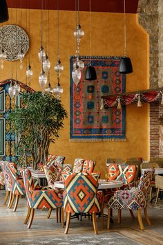 Interior for oriental restaurant Shari Vari Restaurant Interior Design, Diy Interior, Interior Decorating, Coffee Shop Design, Cafe Design, House Design, Bohemian Restaurant, Modern Restaurant, Oriental Restaurant