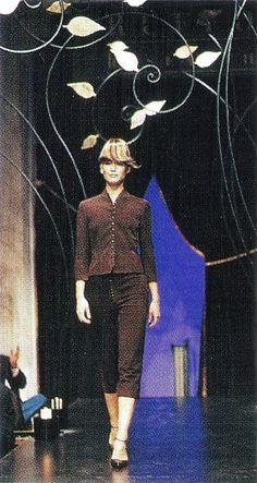 Ruffo Research - Autumn Winter 1998 1999 - Paris Fashion Week - Valeria Mazza  - Designer: Antonio Berardi