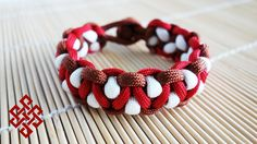 Solomon's Dragon Paracord Bracelet Tutorial Here's my take on the Solomon's Dragon Paracord bracelet. This one is very easy as it's a variation of the solomon / cobra stitch. However, it still looks quite noticeably different. This weave definitely looks great with a three color scheme. Check it out and give it a try fellow Weavers!