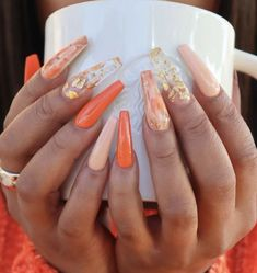 Semi-permanent varnish, false nails, patches: which manicure to choose? - My Nails Orange Acrylic Nails, Simple Acrylic Nails, Summer Acrylic Nails, Orange Nails, Best Acrylic Nails, Summer Nails, Pastel Nails, Cute Acrylic Nail Designs, Orange Nail Designs