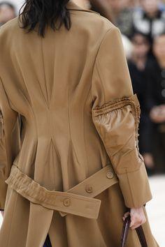 Céline Spring 2017 Ready-to-Wear Fashion Show Details