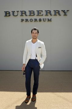 David Gandy is looking great this type mens fashion style Stylish Men, Men Casual, Casual Blazer, David Gandy Style, Summer Wedding Suits, Look Fashion, Mens Fashion, Navy Blue Chinos, Best Dressed Man