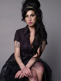 Amy Winehouse Photo Back to Black - Rehab Singer Amy Jade Winehouse, Amy Winehouse Style, Back To Black, Hollywood, Looks Black, Ray Charles, Her Music, My Girl, Pop Culture