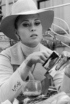 Faye Dunaway from The Thomas Crown Affair - 1968 - Co-star was Steve McQueen. Hollywood Fashion, Vintage Hollywood, Classic Hollywood, Hollywood Stars, Hollywood Actresses, Faye Dunaway, Katharine Hepburn, Audrey Hepburn, Divas