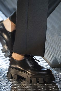 Prada Fall 2019 Fashion Show Details. Designer ready-to-wear looks from Fall 2019 runway shows from Milan Fashion Week Fashion Pants, Sneakers Fashion, Fashion Shoes, Fashion Accessories, Fashion Dresses, Fashion Backpack, Fashion Advice, Diy Fashion, Womens Fashion
