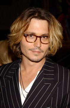 Pin for Later: 15 heiße Promis mit langer Mähne Johnny Depp