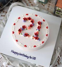 # aesthetic – # aesthetic # anniversary cake – Recipes And Desserts Pretty Birthday Cakes, Pretty Cakes, Cute Cakes, Beautiful Cakes, Happy Birthday, Cake Birthday, Korean Cake, Decoration Patisserie, Birthday Cake Decorating