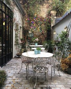French courtyard, small courtyard gardens, small courtyards, back garde Indoor Courtyard, Small Courtyard Gardens, Courtyard House Plans, Small Courtyards, Indoor Garden, Internal Courtyard, Balcony Gardening, Patio Courtyard Ideas, Balcony Plants