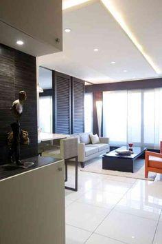 salle de séjour moderne avec faux plafond design