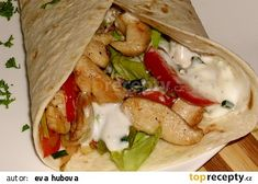 Tortilla plněná kuřecím masem recept - TopRecepty.cz Hamburger, Tacos, Food And Drink, Mexican, Cooking Recipes, Ethnic Recipes, Recipes, Diet, Food Cakes