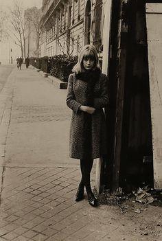 Marianne Faithfull avenue Montaigne, Paris, 1963 (Roger Kasparian)