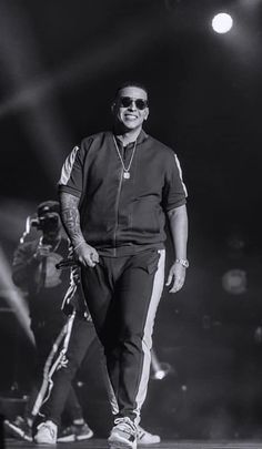 Puerto Rican Men, Daddy Yankee, King Of Kings, Love Of My Life, Men's Fashion, Urban, Music, Places, Moda Masculina