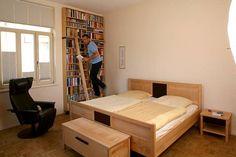 Schlafzimmer mit Bibliothek http://www.die-moebelmacher.de/produkte/wohnen/schlafzimmer/massivholzschlafzimmer14bis15.html
