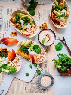 Vegan Tacos with cauliflower couscous, peach, corn and harissa-tahini yogurt. // Kukkakaalikuskus-nektariini-maissitacot tahini-harissajugurtilla (vegaani) – Viimeistä Murua Myöten