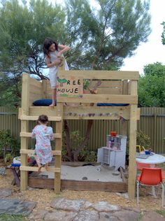 Awesome tree house made from an old bunk bed- so FUN and way too easy! Tyler and I are now on the look out for an used wood bunk bed..genius and would be perfect in our yard