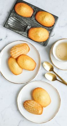 French Madeleine Recipe with step-by-step photos Fun Desserts, Delicious Desserts, Dessert Recipes, Yummy Food, Cupcakes, Macarons, Baking Recipes, Cookie Recipes, Madeleine Recipe