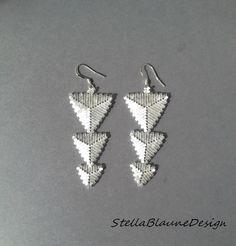 Pendientes de triángulo de peyote con por StellaBlauneDesign