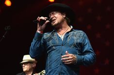 Tracy Byrd's keyboard player hospitalized after lighting rig crashes during perf. - Tracy Byrd's keyboard player hospitalized after lighting rig crashes during performance - World Trending News, News Today, Keyboard, Entertainment, Singer, Saturday Night, Wrapping, Texas, Sport