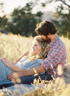 23 Creative Fall Engagement Photo Shoots Ideas I Should've Had Myself!