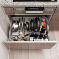 This particular photo is the most inspirational and good idea Kitchen Organization Pantry, Organization Hacks, Kitchen Storage, Kitchen Furniture, Kitchen Interior, Kitchen Design, Kitchen Cupboard Doors, Small Apartment Kitchen, Apartment Makeover
