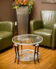 Trim elegant and gorgeously sustainable this coffee table is built entirely from bicycle parts. Recycled Furniture, Metal Furniture, Handmade Furniture, Home Decor Furniture, Diy Home Decor, Furniture Design, Room Decor, Recycled Bike Parts, Bicycle Parts