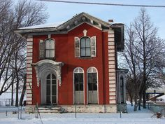 This wonderful old house in Rock Island, IL is abandoned but the potential possibilities are endless. Built in 1867, it is of the Italianate style.