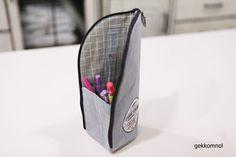 스탠딩 필통 만들기 : 네이버 블로그 Diy Art, Printing On Fabric, Needlework, Diy And Crafts, Pouch, Quilts, Storage, Handmade, Bags