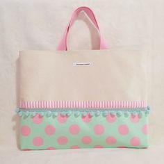 パステルカラーの揺れるボンボンなレッスンバッグpink×green(受注制作)|レッスンバッグ・入園グッズ|イナリサオリ|ハンドメイド通販・販売のCreema Japan Bag, Vintage Box, Kids Bags, Favor Bags, Handmade Bags, Purses And Bags, Diy And Crafts, Pouch, Tote Bag