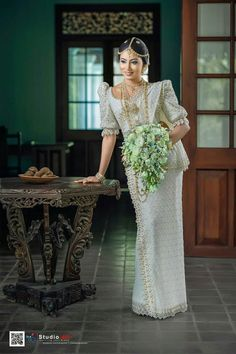 White Saree Wedding, Sari Wedding Dresses, Bridal Sari, Indian Bridal, Bridal Dresses, Asian Bridesmaid Dresses, Sri Lankan Wedding Saree, Srilankan Wedding, Bridal Outfits