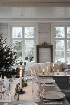 Pretty winter home setting Decor, Cottage Chic, Cottage Decor, Home Decor, House Interior, Table Decorations, Christmas Inspiration, Farmhouse Christmas, Rustic Dining