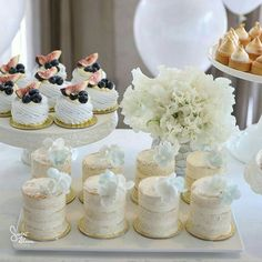 Semi - naked mini cakes and pavlovas certainly add a sparkle to the festivities ⭐