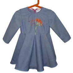 Robe pour petite fille avec fleur broderie d'art : broderie perlée de Lunéville, point de Beauvais et broderie aiguille. https://www.alittlemarket.com/mode-filles/fr_robe_jupon_avec_fleur_broderie_perlee_de_luneville_sur_le_devant_-19445373.html