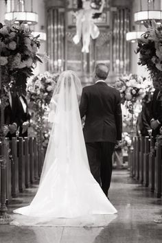 Taylor walking down the aisle with her father.%0AJoanna Toto and Yoon Kim for Ira Lippke Studios  - TownandCountryMag.com
