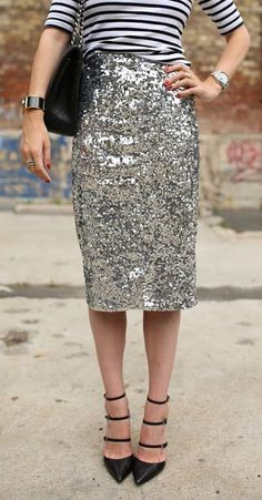 Look fashion forward in sparkling sequin outfits. Find here the upbeat styling ideas of sequin skirts and make a bold and powerful style statement. Estilo Fashion, Look Fashion, Street Fashion, Autumn Fashion, Womens Fashion, Runway Fashion, Fashion Beauty, Fashion Trends, Looks Street Style