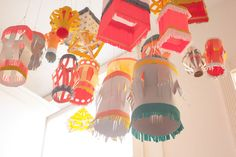 DIY Paper Lanterns for Outdoor Christmas Decoration Craft Projects, Diy And Crafts, Crafts For Kids, Projects To Try, Arts And Crafts, Cool Diy, Lantern Crafts, Lantern Diy, Diy Papier