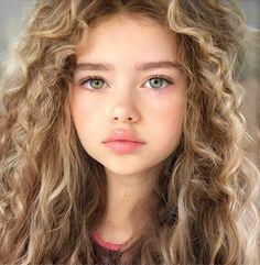 My Beautiful Daughter, Beautiful Children, Beautiful Eyes, Pretty People, Beautiful People, Aloe Vera Hair Mask, Woman Drawing, Little Girl Outfits, Cute Faces