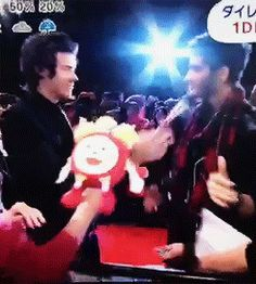 GIF of Zarry hugging!! THIS IS SO CUTE! Look at their smilesss! awww! <3