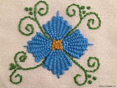 Техника — вышивка стежком, не сложная. Вам не потребуется специальная ткань, вы можете вышивать на любой. Красиво будет смотреться на скатерти, панно. Вы можете сделать объемные цветы в этой технике для декора