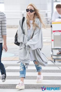 CL off to New York for New York Fashion Week