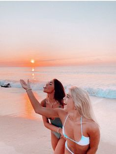 Cute Beach Pictures, Cute Friend Pictures, Best Friend Pictures, Summer Pictures, Friend Pics, Friend Goals, Tumblr Beach Photos, Beach Aesthetic, Summer Aesthetic