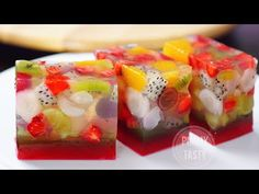"""This ain't your mama's """"fruit cake""""! Jelly Desserts, Asian Desserts, Jello With Fruit, Jelly Fruit, Jello Recipes, Cake Recipes, Agar Agar Jelly, Jelly Cake, Thai Dessert"""