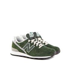 Grüne Sneaker sind doch mal etwas ausgefallener! New Balance macht's möglich und pimpt dein Outfit.