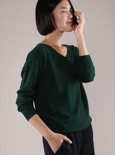 Women's Cashmere Boyfriend V-Neck Sweater - GRANA: Wardrobe essentials made from the world's best fabrics