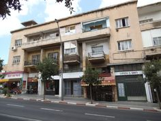 HaHalutz St' neglected balconies photo mirjam Bruck -Cohen