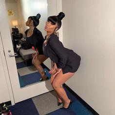 Black African & Beautiful — Nicki Minaj at the Jimmy Fallon Nicki Minaj Outfits, Nicki Minaj Barbie, Nicki Minaj Pictures, Nicki Minaj Wallpaper, Red H, Queens, Fendi Dress, Black Barbie, Rihanna