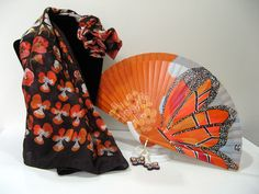 """Un """"soplo de buena suerte"""" con las mariposas de este precioso abanico artesanal que encontrarás en tu tienda de complementos """"La Brujita Presumida"""" (C/ del Rey, 13 - Plasencia (Cáceres))"""