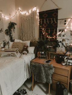 This Interior Design Major's Dorm Room Might Be the Coolest, Coziest Place on Campus Mississippi College Dorm Decor College Bedroom Decor, Cute Bedroom Decor, College Dorm Decorations, Room Design Bedroom, Room Ideas Bedroom, Dorm Rooms, Bedroom Inspo, Dorm Room Closet, Uni Room